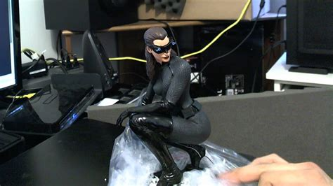 The Dark Knight Rises CATWOMAN 1:6 STATUE - YouTube